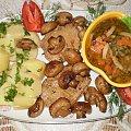 Schab duszony z warzywami . Przepisy do zdjęć zawartych w albumie można odszukać na forum GarKulinar . Tu jest link http://garkulinar.jun.pl/index.php Zapraszam. #schab #wieprzowina #mięso #warzywa #jedzenie #kulinaria #gotowanie