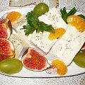 Camembert z figami. Przepisy do zdjęć zawartych w albumie można odszukać na forum GarKulinar . Tu jest link http://garkulinar.jun.pl/index.php Zapraszam. #ser #camembert #owoce #figi #przekaski #jedzenie #kulinaria #gotowanie #PrzepisyKulinarne
