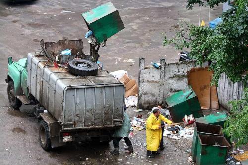 Ukraina - Lwów - wywóz śmieci #Ukraina #Lwów #WywózŚmieci