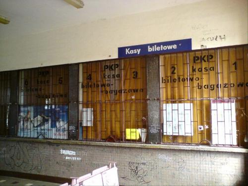 Kasa biletowa zamknięta na cztery spusty...w Opocznie. #PKP #Opoczno
