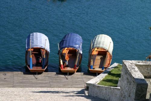 Słoweńskie gondole. #Słowenia #Bled #jezioro #woda