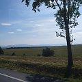 Jeseniky i Góry Złote, widziane z drogi nr 46 Nysa-Opole w ok.miejscowości Pakosławice. W dole po lewo widoczna jest Nysa a przy lewej krawędzi zdjecia - Pradziad. #Nysa #Pakosławice #Jeseniky #GóryZłote #Sudety #widok #Opolskie