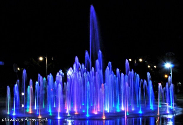 wieczorny pokaz fontann