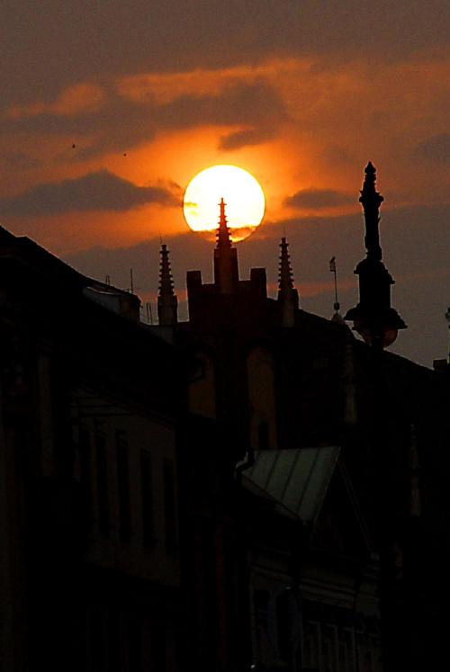 zachodzik słoneczka nad Krakowem